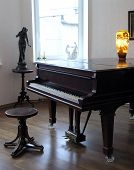 image of grand piano  - light room - JPG