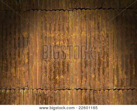 Rusty ondulado painéis de telhado de Metal iluminados dramaticamente