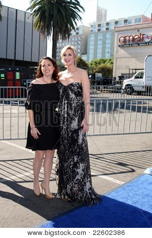 LOS ANGELES - AUG 14:  Lara Embry; Jane Lynch arriving at the 2011 VH1 Do Something Awards at Hollywood Palladium on August 14, 2011 in Los Angeles, CA
