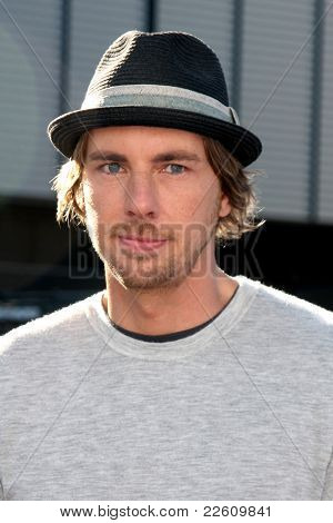 LOS ANGELES - AUG 14:  Dax Shepard arriving at the 2011 VH1 Do Something Awards at Hollywood Palladium on August 14, 2011 in Los Angeles, CA