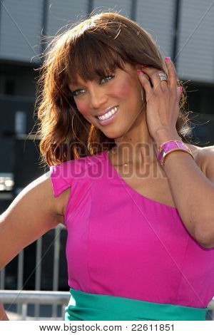 LOS ANGELES - AUG 14:  Tyra Banks arriving at the 2011 VH1 Do Something Awards at Hollywood Palladium on August 14, 2011 in Los Angeles, CA
