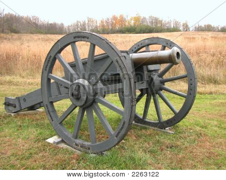 1700 British Cannon from Revolutionary War Times Picture ...