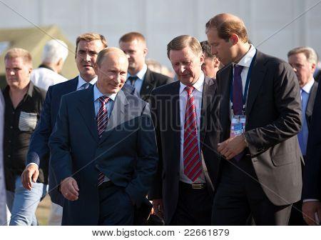 Moskau, Russland august 17: Wladimir Putin, russischer Ministerpräsident an der internationalen Luftfahrt ein