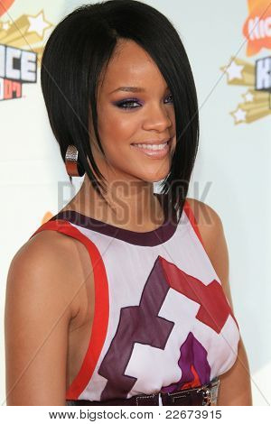 LOS ANGELES - MAR 31: Rihanna at the 2007 Kids' Choice Awards at UCLA in Los Angeles, California on March 31, 2007