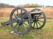 image of 1700s  - 1700 British Cannon from Revolutionary War Times - JPG