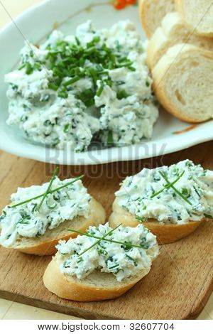Baguette with spread from chives