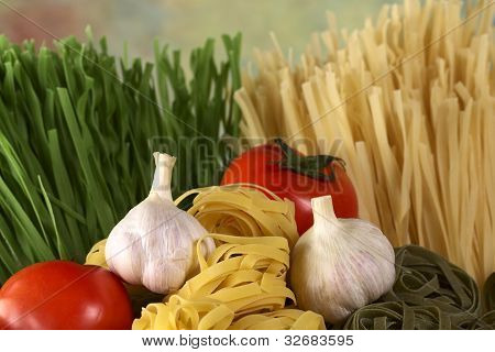 Raw Pasta with Garlic and Tomato