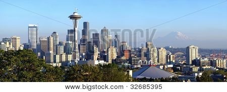 Seattle Skyline Panorama ao pôr do sol.