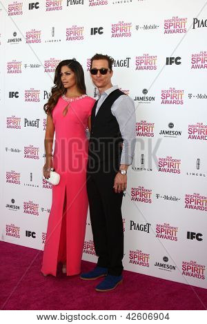 LOS ANGELES - FEB 23:  Camila Alves, Matthew McConaughey attends the 2013 Film Independent Spirit Awards at the Tent on the Beach on February 23, 2013 in Santa Monica, CA