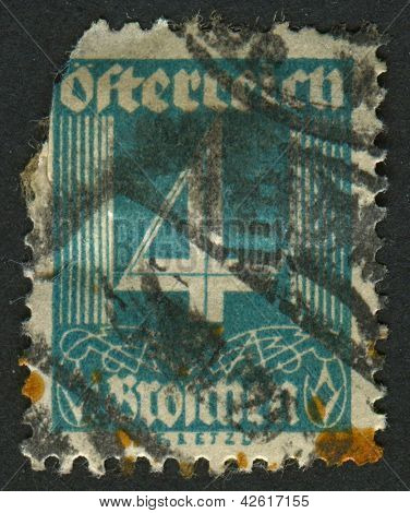 AUSTRIA - CIRCA 1927: A stamp printed in Austria shows image of the number 4, circa 1927.