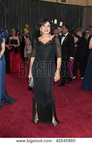 LOS ANGELES - 24 februari: Shirley Bassey arriveert in de 85e Academy Awards, de Oscars presenteert op th