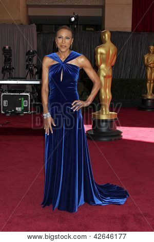 LOS ANGELES - FEB 24:  Robin Roberts arrives at the 85th Academy Awards presenting the Oscars at the Dolby Theater on February 24, 2013 in Los Angeles, CA