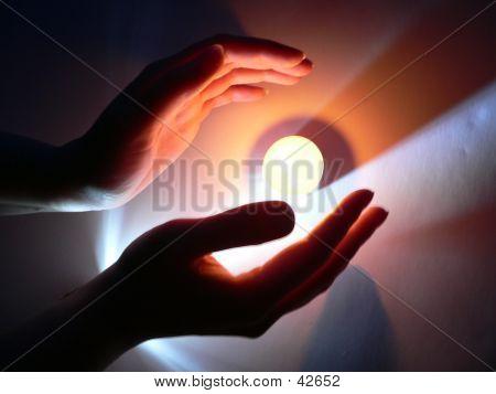 Las manos y una vela