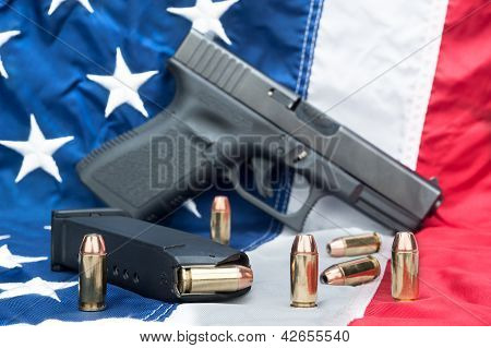 Pistola sobre bandera