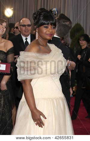 LOS ANGELES - FEB 24:  Octavia Spencer arrives at the 85th Academy Awards presenting the Oscars at the Dolby Theater on February 24, 2013 in Los Angeles, CA