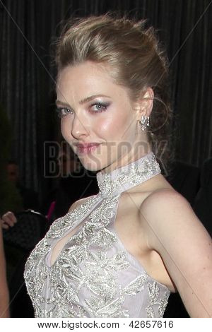 LOS ANGELES - FEB 24:  Amanda Seyfried arrives at the 85th Academy Awards presenting the Oscars at the Dolby Theater on February 24, 2013 in Los Angeles, CA