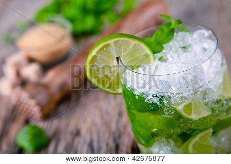 Bebida fresca mojito