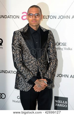 LOS ANGELES - 24 FEB: Chris Brown kommt in der Elton John Aids Foundation 21. Academy Awards Vie