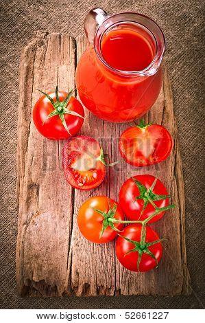 Tomato juice and fresh organic tomatoes