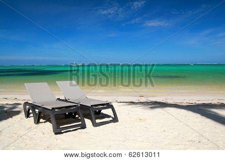 Chaise-longues On Beach
