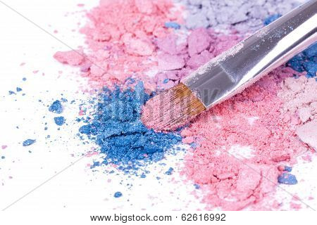 Professional Make-up Brush On Crushed Eyeshadows