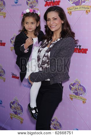 LOS ANGELES - NOV 09:  Constance Marie & Luna Marie arrives to the