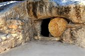 pic of empty tomb  - replica of the tomb of jesus in israel  - JPG