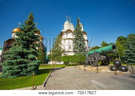 Tsar Cannon view in front of Patriarch's Palace