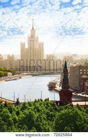 Sunny day view on Kotelnicheskaya embankment