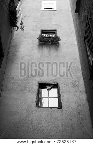 Black And White Shoot Of A Sparse House In Barcelona
