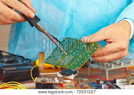 Soldering electronic board in service workshop