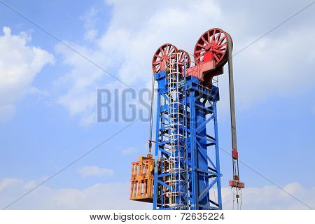 Tower type pumping unit