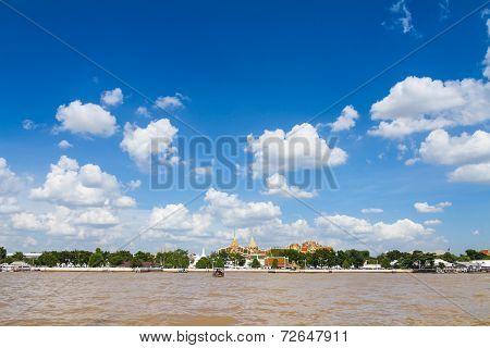 Wat pra kaew and the grand palace alongside Chao Phraya river in Bangkok