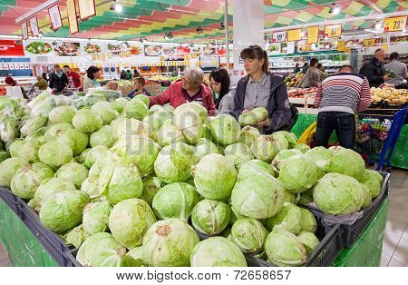 Samara, Russia - September 23, 2014: Buyers Select Fresh Vegetables In Supermarket Magnit. Russia's