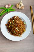 foto of scallion  - Crisp noodles with chicken and soy sauce topped with scallions and garlic - JPG