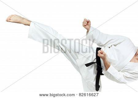 Circular blow leg executes man in karategi