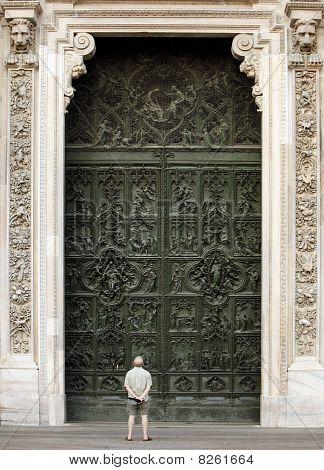 Duomo di Milano entrace facade