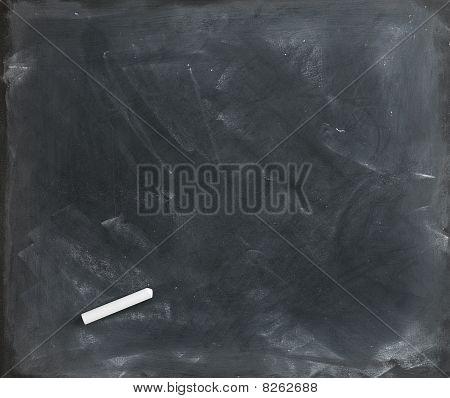 Blank Blackboard und Kreide direkt auf 2