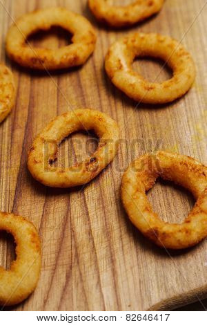 Onion rings on the wooden board