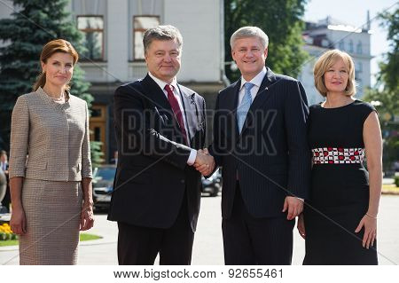 Petro Poroshenko And Stephen Harper With Wives