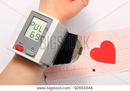 Measuring Blood Pressure And Heart Shape On Electrocardiogram