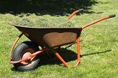 picture of wheelbarrow  - the straw in the wheelbarrow - JPG