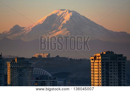 Mount Rainier and Seattle city architecture