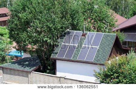 solar panels on the roof of a small house in the suburbs