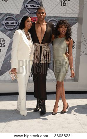 LOS ANGELES - JUN 26:  Cookie Johnson, EJ Johnson, Elisa Johnson at the BET Awards Arrivals at the Microsoft Theater on June 26, 2016 in Los Angeles, CA