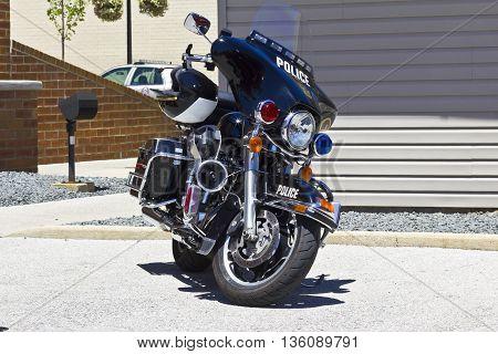 Police Motorcycle: Black Harley-Davidson Model with Helmet USA I