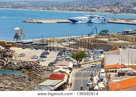Rethymno, Crete - 27 Maj, 2016 : Cityscape Of The Old Venetian Harbor In Rethymno, Greece