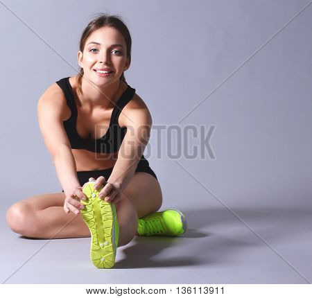Woman sitting with crossed legs on the floor