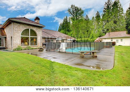 Luxurious Northwest Home With Large Pool And Patio Area.