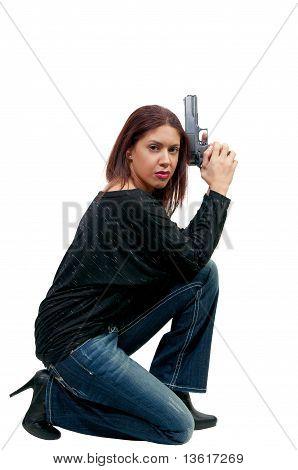 Mulher policial com arma